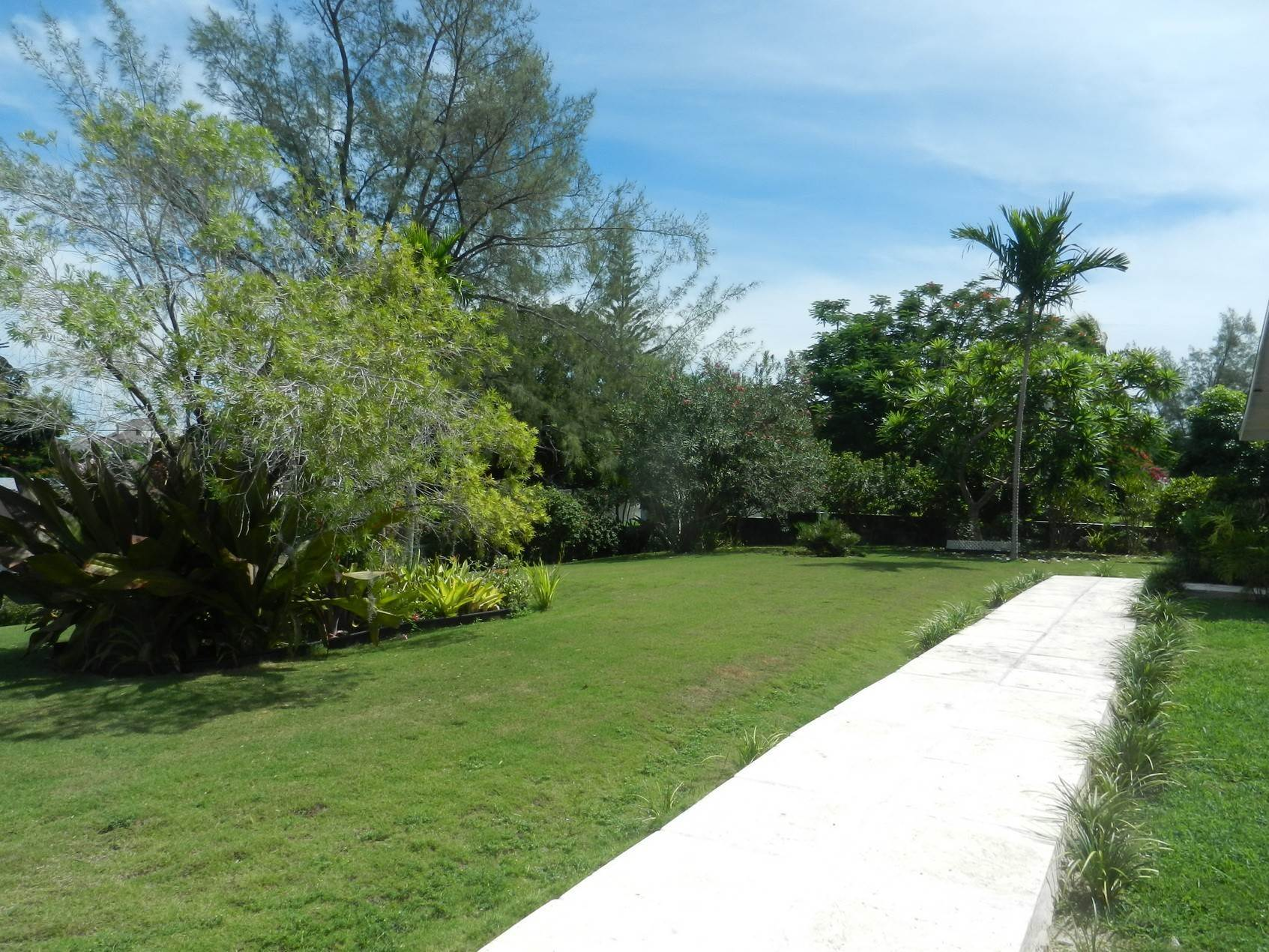4. Single Family Homes por un Alquiler en Lovely Family Home with Large Garden, Pool and back-up Generator - MLS 39185 Eastern Road, Nueva Providencia / Nassau, Bahamas