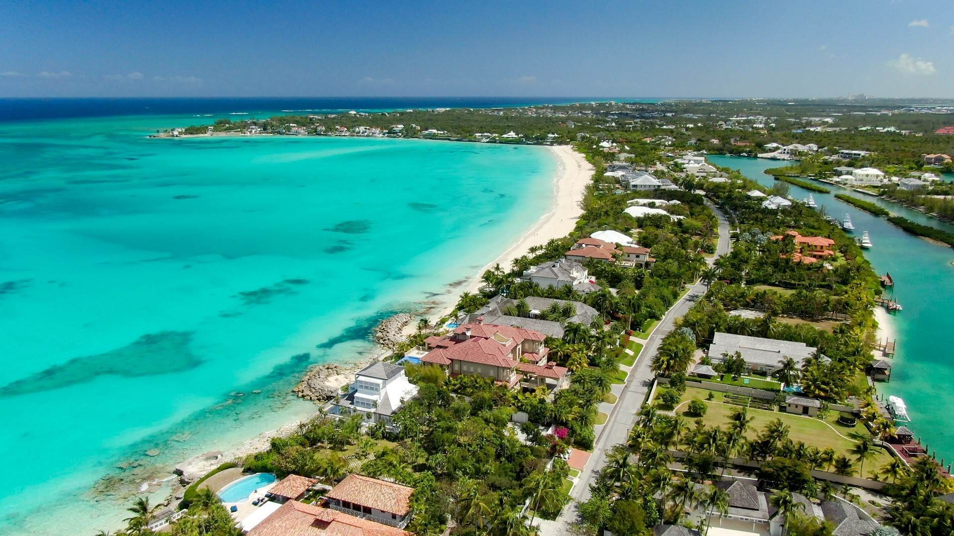 3. Single Family Homes for Sale at The Impeccable Krystal House at Old Fort Bay - MLS 40681 Old Fort Bay, Nassau And Paradise Island, Bahamas