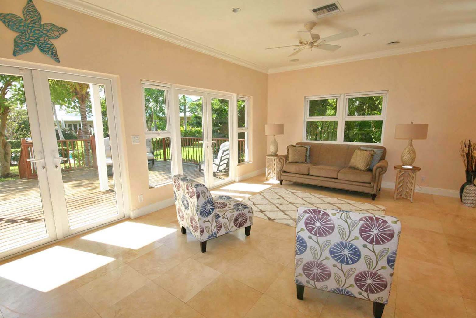 4. Single Family Homes for Rent at Gorgeous Customized 5 Bedroom Home in Gated Beachfront Community of Shoreline Shoreline, Lucaya, Freeport And Grand Bahama Bahamas