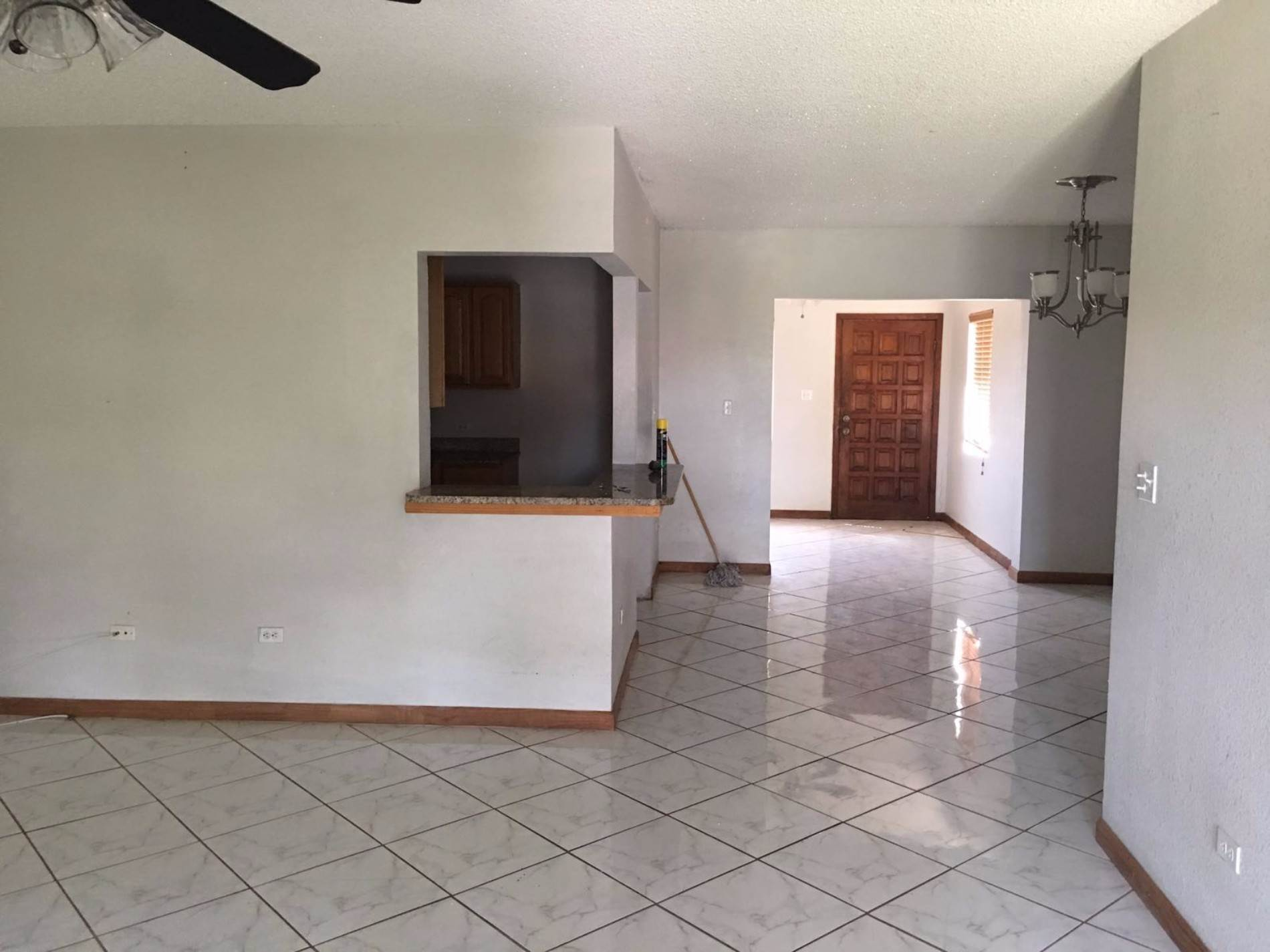 2. Multifamiliar por un Venta en Duplex Property in Lucaya Excellent Investment Lease to Own!!! Windsor Park, Gran Bahama Freeport, Bahamas