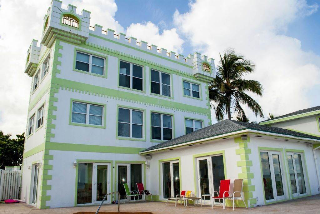 3. Single Family Homes for Rent at Seaside Castle, West Bay Street West Bay Street, Nassau And Paradise Island, Bahamas