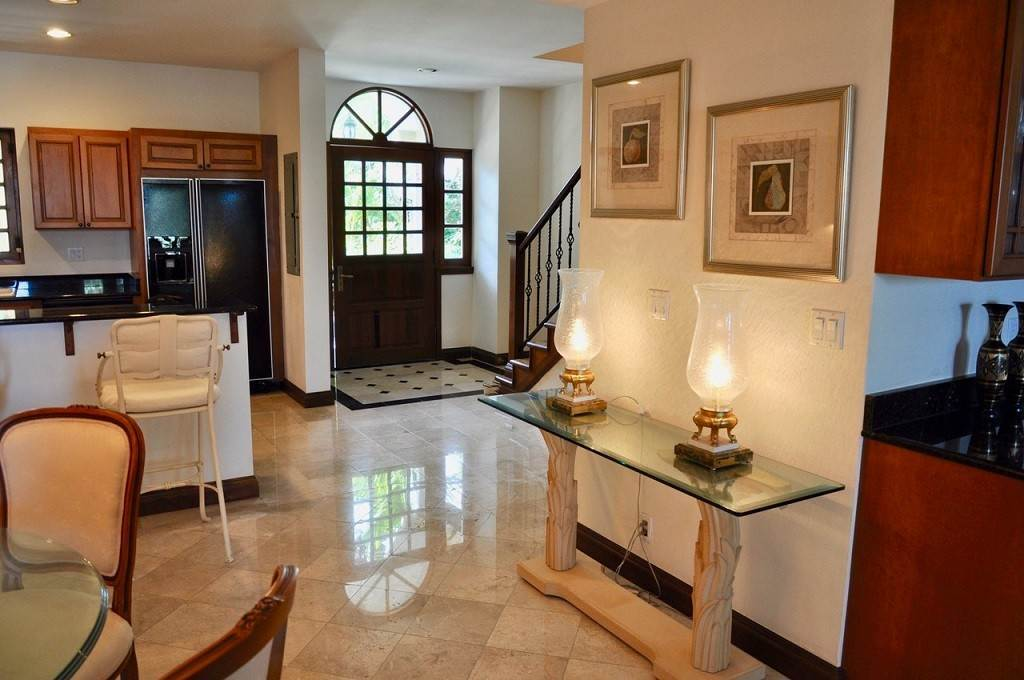 3. Co-op / Condominio por un Alquiler en Spectacular Townhouse at Grand Bahama Yacht Club for sale or rent! Bell Channel, Lucaya, Gran Bahama Freeport Bahamas