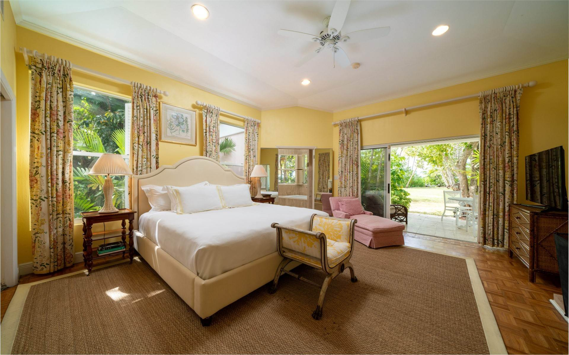 21. Single Family Homes for Rent at Magnificent Lyford Cay Beachfront Estate Lyford Cay, Nassau And Paradise Island, Bahamas