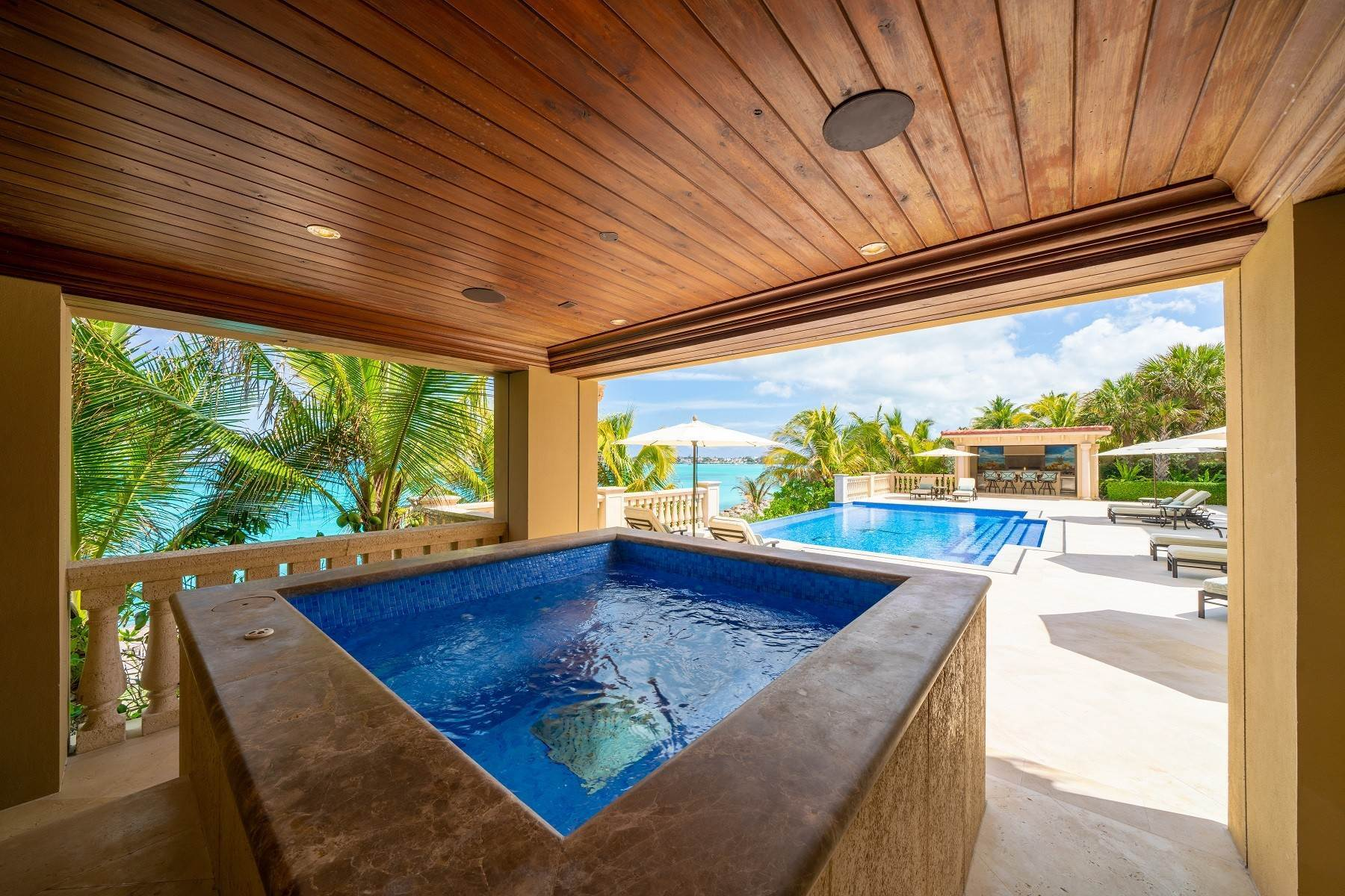 31. Single Family Homes for Sale at The Impeccable Krystal House at Old Fort Bay - MLS 40681 Old Fort Bay, Nassau And Paradise Island, Bahamas