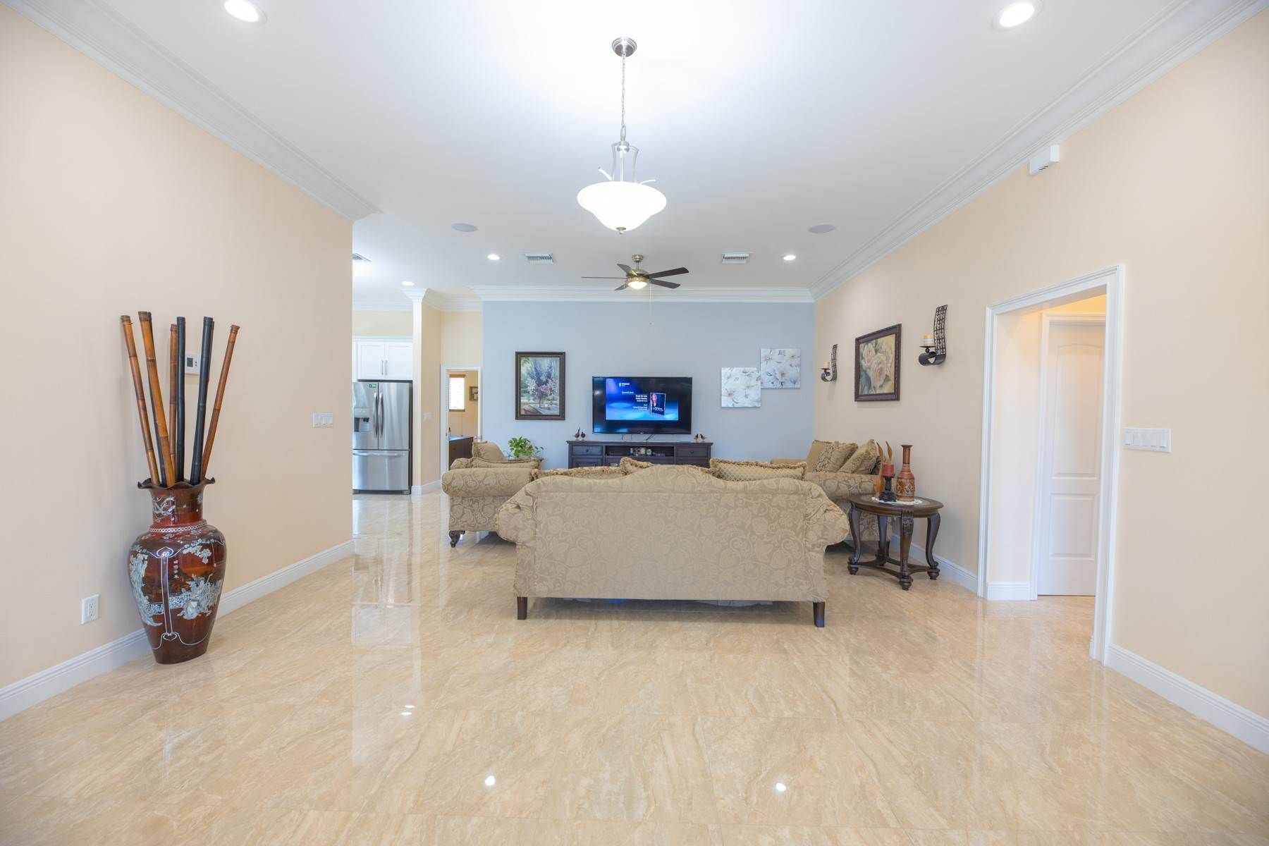 8. Single Family Homes for Sale at Villa Greenway House for Sale - MLS 41427 Charlotteville, Nassau And Paradise Island, Bahamas