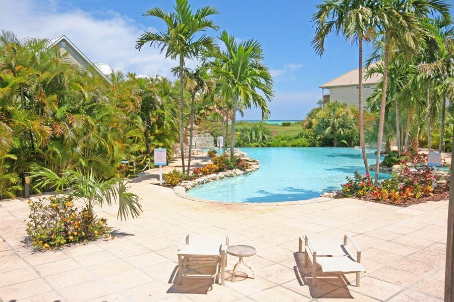 31. Single Family Homes for Rent at Newly Furnished Island Home in the Prestigious Beachfront Gated Community of Shoreline! Fortune Beach, Freeport And Grand Bahama, Bahamas