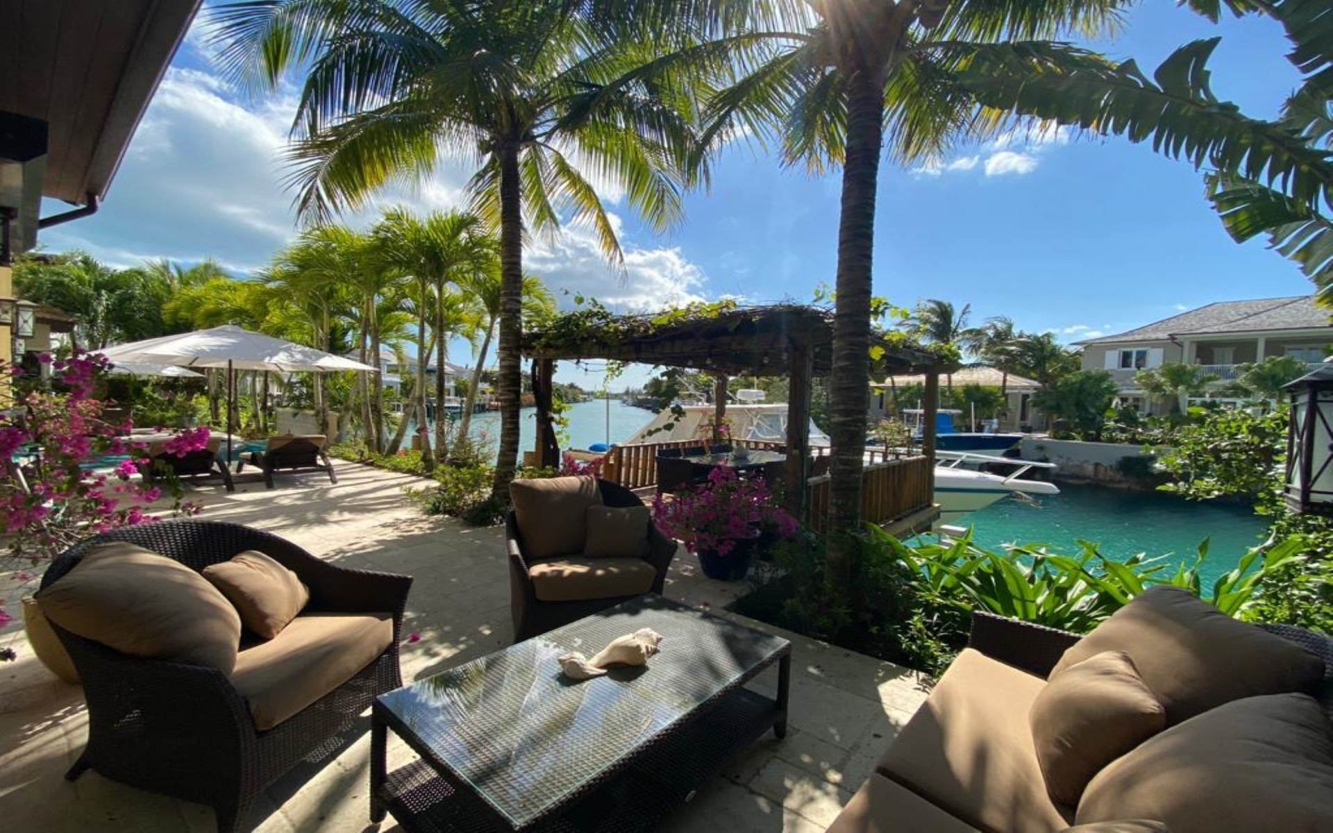 32. Single Family Homes for Sale at Immaculate House on Venetian Lane in Old Fort Bay Old Fort Bay, Nassau And Paradise Island, Bahamas