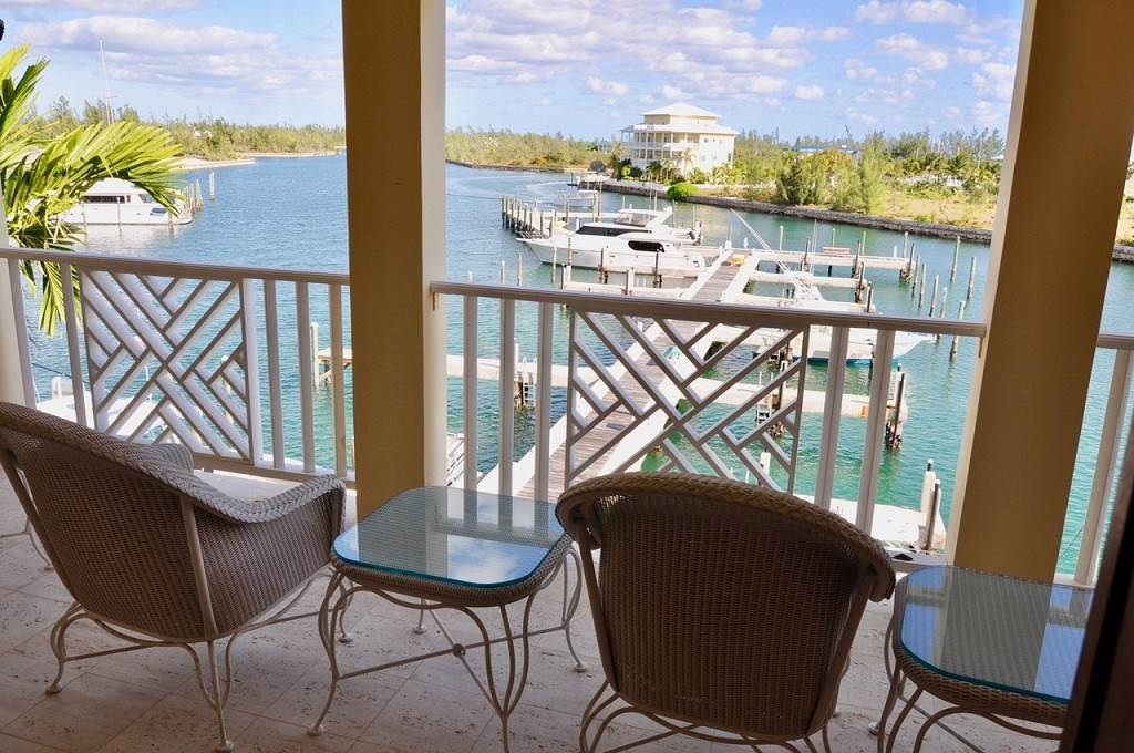32. Co-op / Condominio por un Alquiler en Spectacular Townhouse at Grand Bahama Yacht Club for sale or rent! Bell Channel, Lucaya, Gran Bahama Freeport Bahamas
