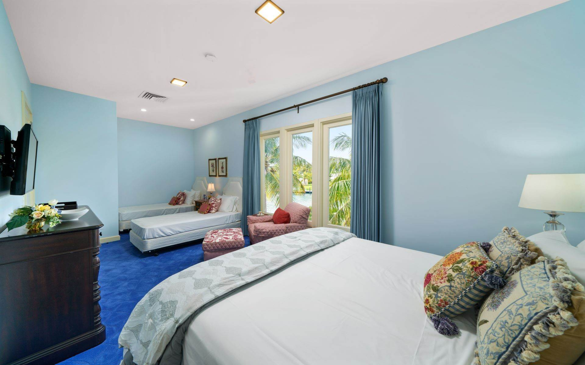 46. Single Family Homes for Sale at Luxurious Lyford Cay Canalfront Estate - MLS 40934 Lyford Cay, Nassau And Paradise Island, Bahamas