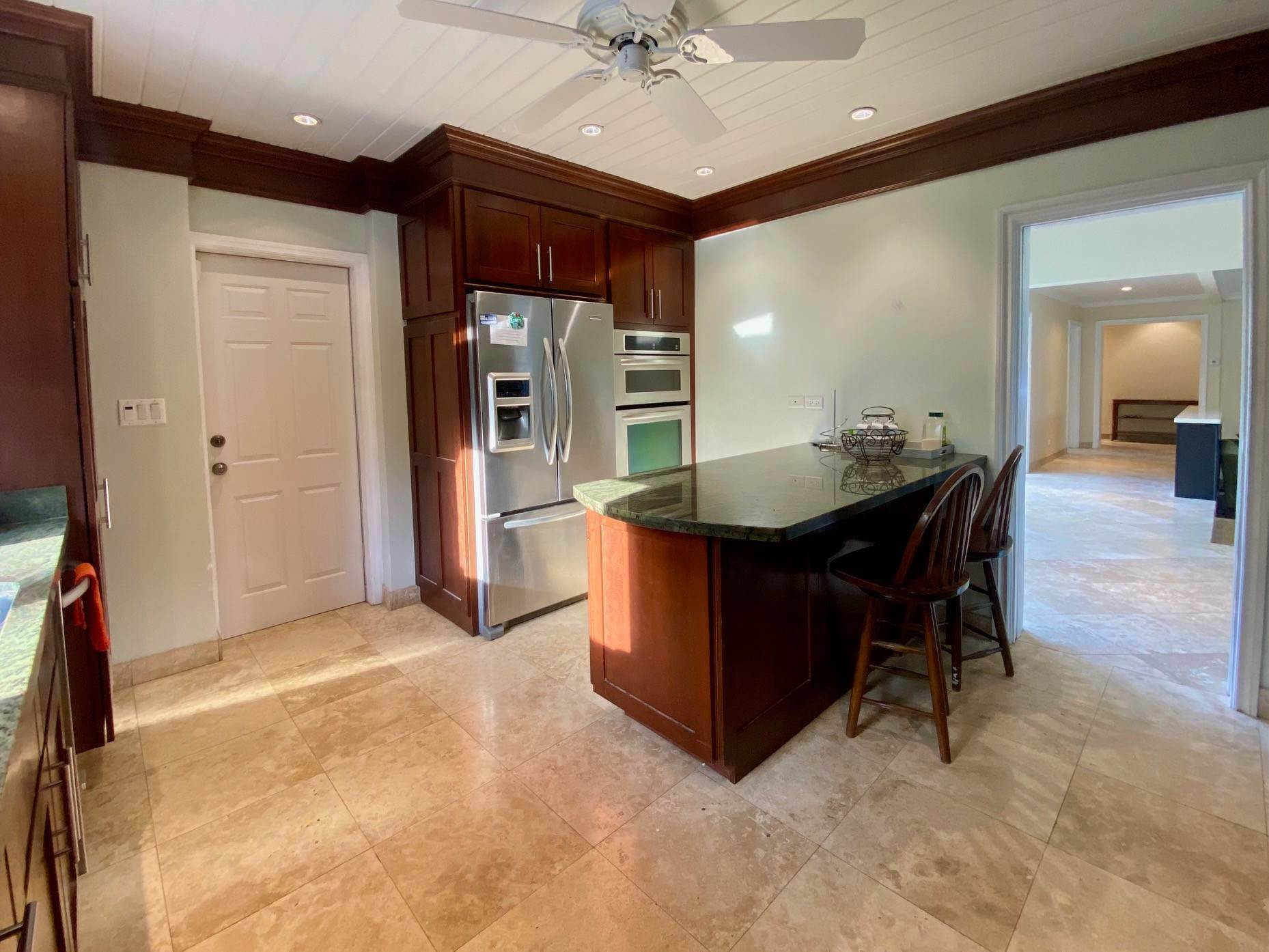10. Single Family Homes for Sale at Charming Skyline Heights Home - MLS 43542 Nassau And Paradise Island, Bahamas