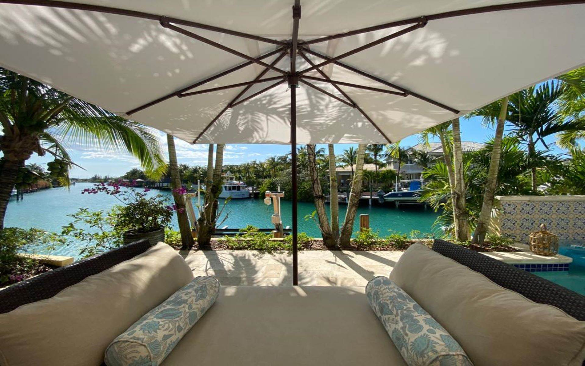 33. Single Family Homes for Sale at Immaculate House on Venetian Lane in Old Fort Bay Old Fort Bay, Nassau And Paradise Island, Bahamas