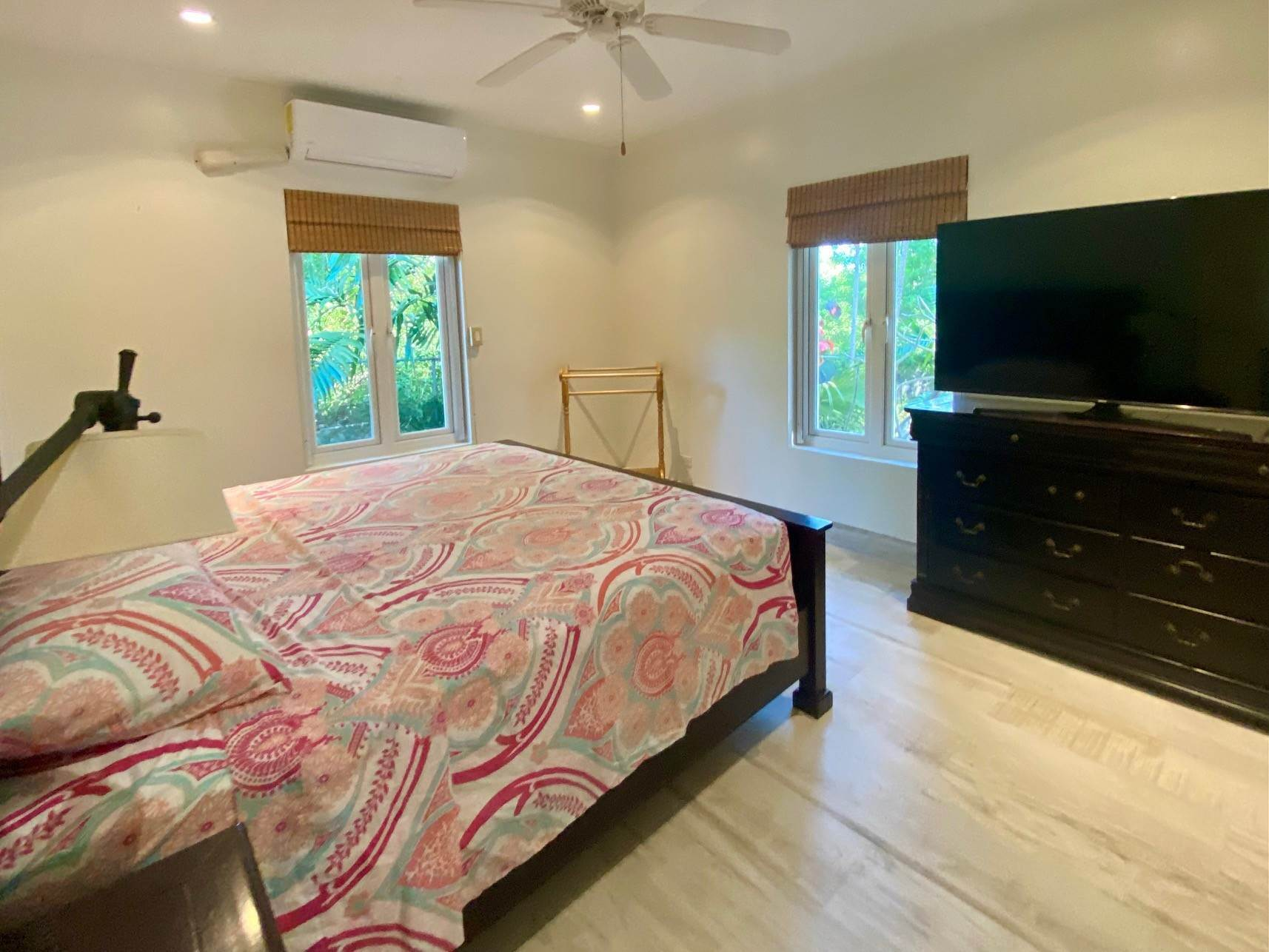11. Single Family Homes for Sale at Charming Skyline Heights Home - MLS 43542 Nassau And Paradise Island, Bahamas