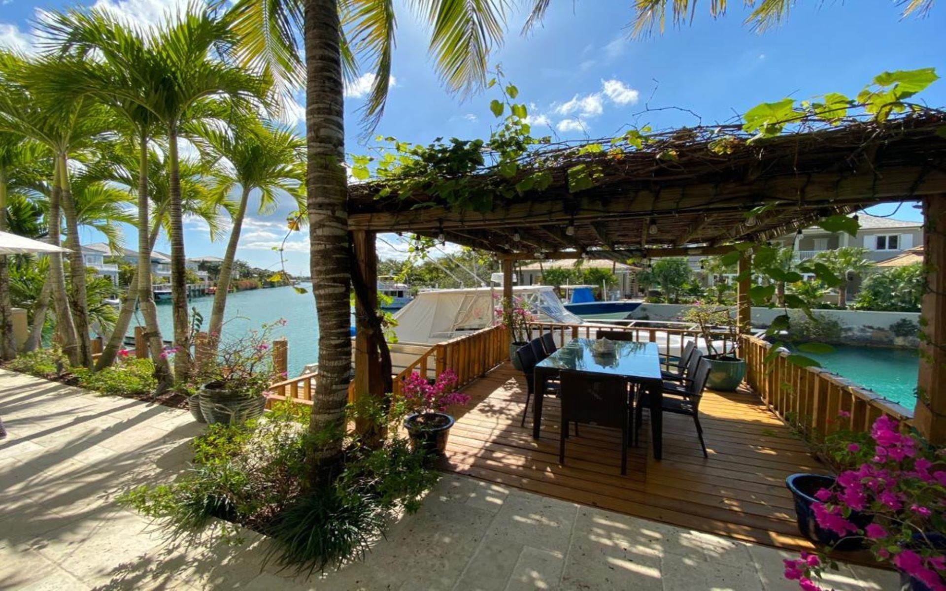 34. Single Family Homes for Sale at Immaculate House on Venetian Lane in Old Fort Bay Old Fort Bay, Nassau And Paradise Island, Bahamas