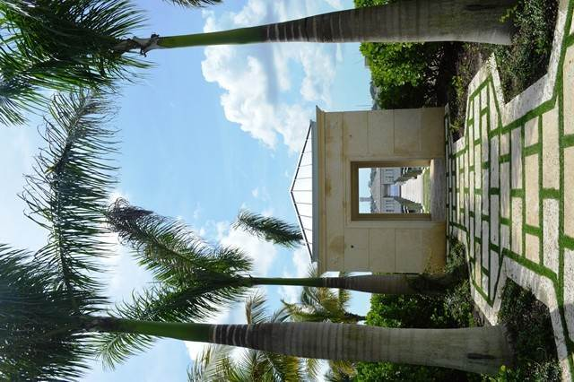 27. Single Family Homes for Rent at Beautiful Beach House Villa set on Colonial Beach, Paradise Island Western End, Paradise Island, Nassau And Paradise Island Bahamas