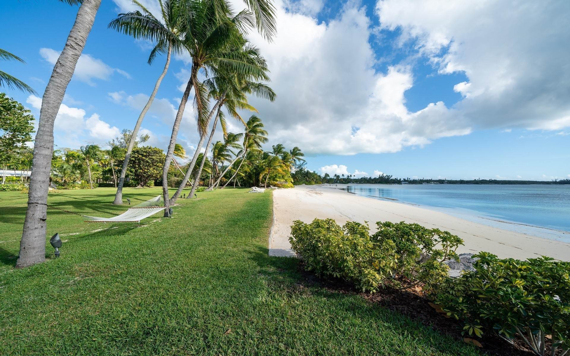 46. Single Family Homes for Rent at Magnificent Lyford Cay Beachfront Estate Lyford Cay, Nassau And Paradise Island, Bahamas