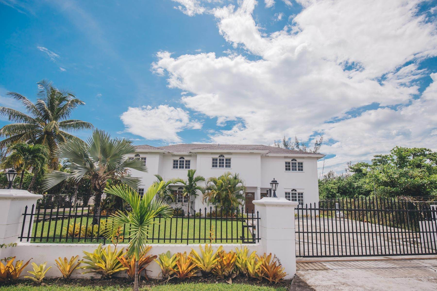 30. Single Family Homes for Rent at Excellent Family Home in Vista Marina - MLS 41677 Nassau And Paradise Island, Bahamas