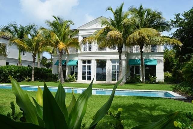 28. Single Family Homes for Rent at Beautiful Beach House Villa set on Colonial Beach, Paradise Island Western End, Paradise Island, Nassau And Paradise Island Bahamas