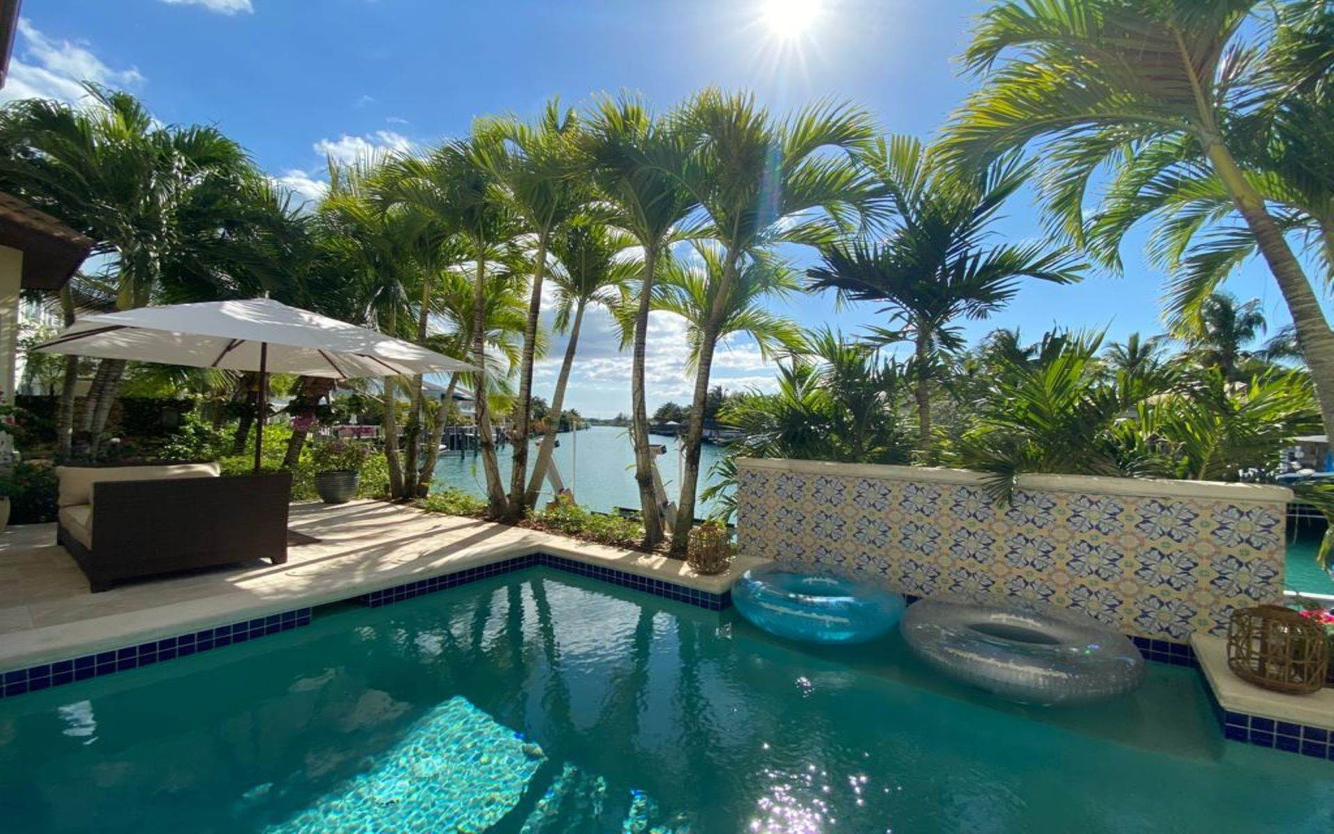 35. Single Family Homes for Sale at Immaculate House on Venetian Lane in Old Fort Bay Old Fort Bay, Nassau And Paradise Island, Bahamas