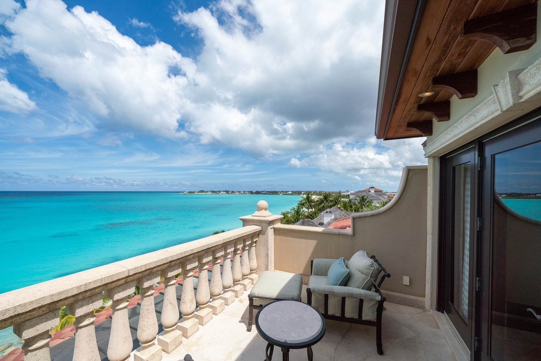 35. Single Family Homes for Sale at The Impeccable Krystal House at Old Fort Bay - MLS 40681 Old Fort Bay, Nassau And Paradise Island, Bahamas