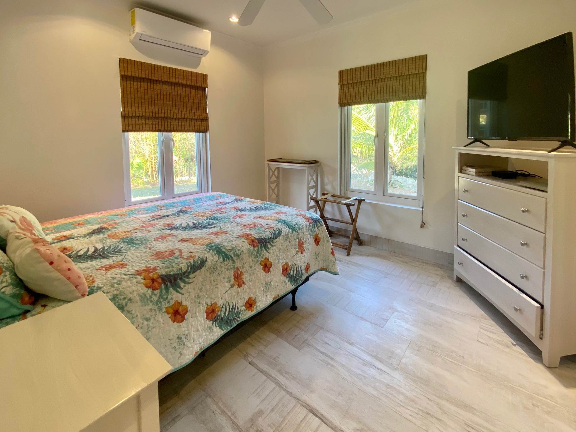 13. Single Family Homes for Sale at Charming Skyline Heights Home - MLS 43542 Nassau And Paradise Island, Bahamas