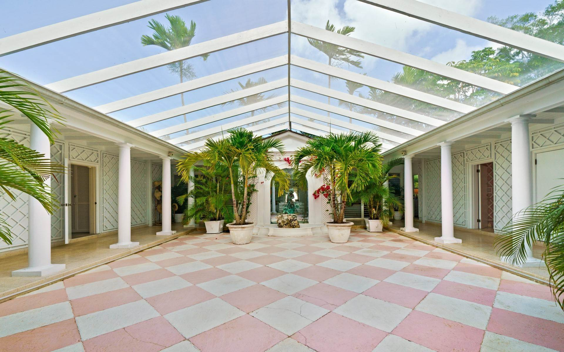10. Single Family Homes for Rent at Magnificent Lyford Cay Beachfront Estate Lyford Cay, Nassau And Paradise Island, Bahamas