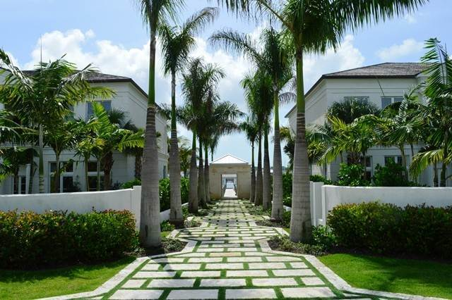 30. Single Family Homes for Rent at Beautiful Beach House Villa set on Colonial Beach, Paradise Island Western End, Paradise Island, Nassau And Paradise Island Bahamas