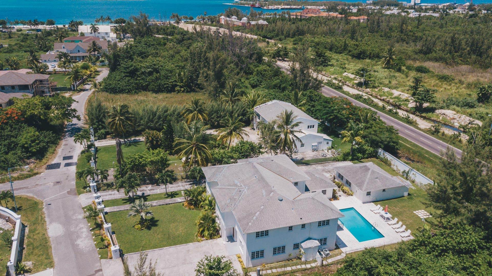 33. Single Family Homes for Rent at Excellent Family Home in Vista Marina - MLS 41677 Nassau And Paradise Island, Bahamas
