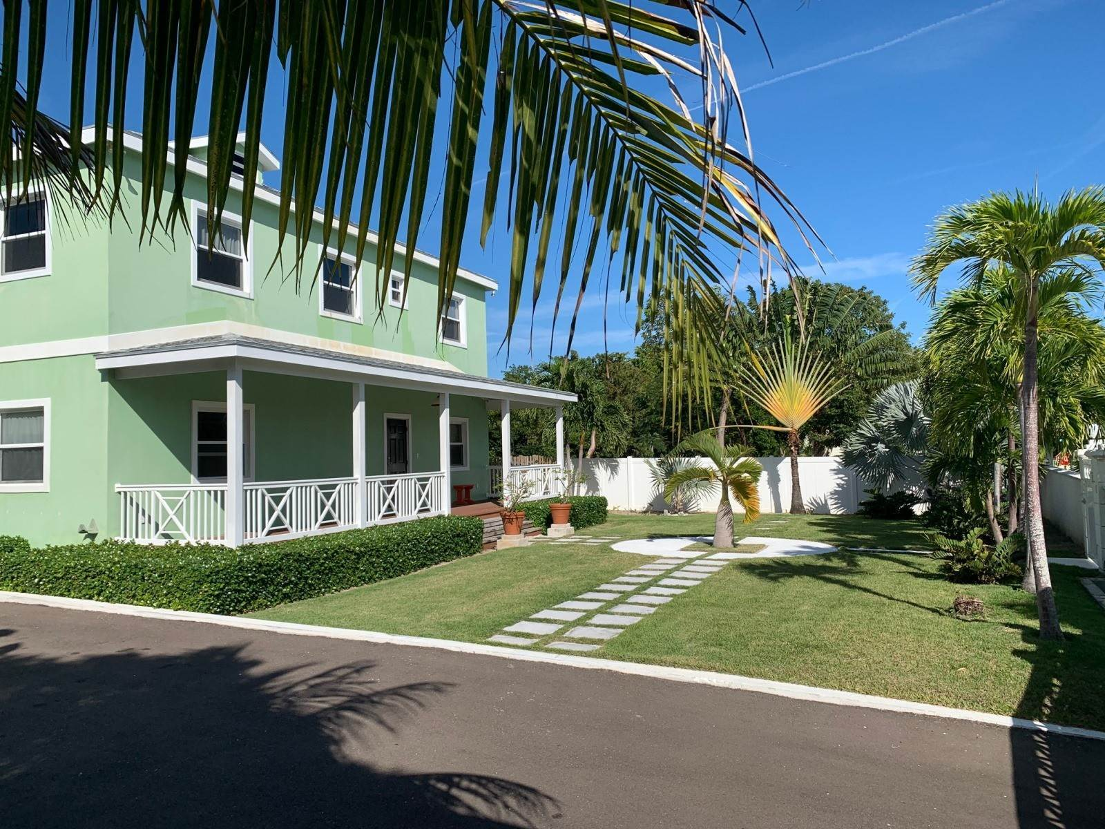 33. Single Family Homes for Rent at Modern family home in the East - MLS 40048 Camperdown, Nassau And Paradise Island, Bahamas