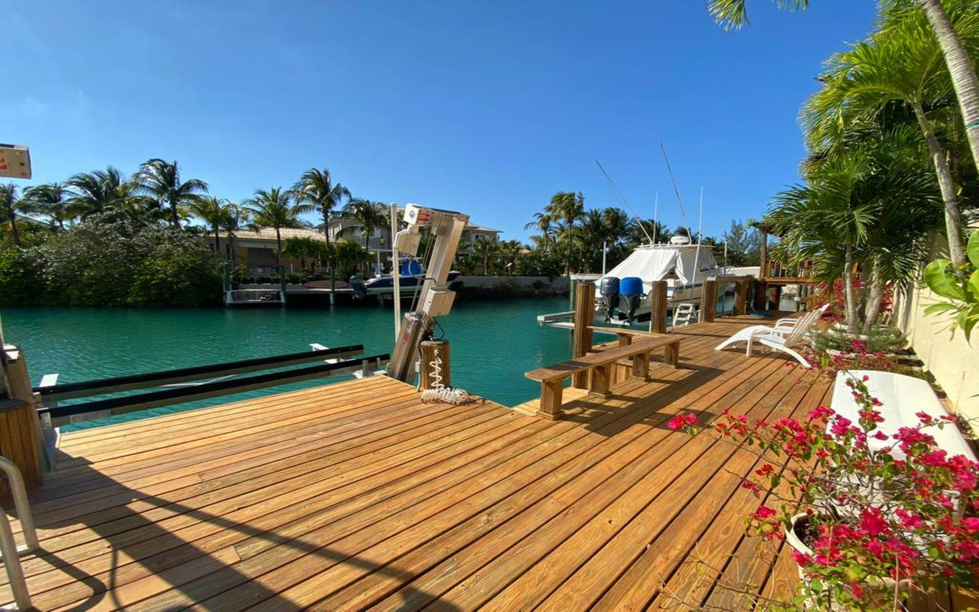 38. Single Family Homes for Sale at Immaculate House on Venetian Lane in Old Fort Bay Old Fort Bay, Nassau And Paradise Island, Bahamas