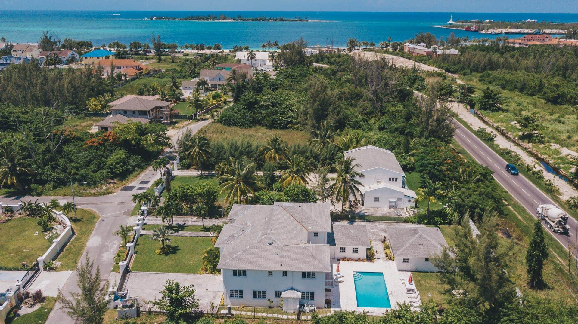 34. Single Family Homes for Rent at Excellent Family Home in Vista Marina - MLS 41677 Nassau And Paradise Island, Bahamas