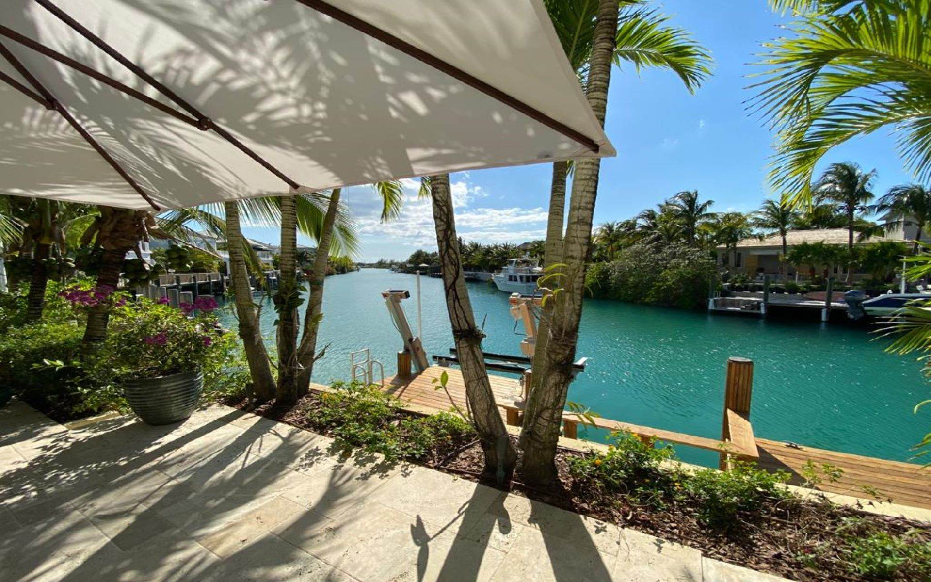 40. Single Family Homes for Sale at Immaculate House on Venetian Lane in Old Fort Bay Old Fort Bay, Nassau And Paradise Island, Bahamas