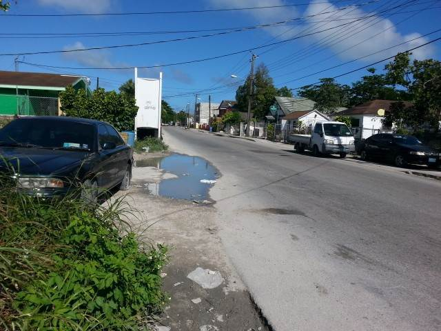 4. Comercial por un Venta en Commercial Building with 2 Apartments on Lincoln Blvd. Wulff Road, Nueva Providencia / Nassau, Bahamas