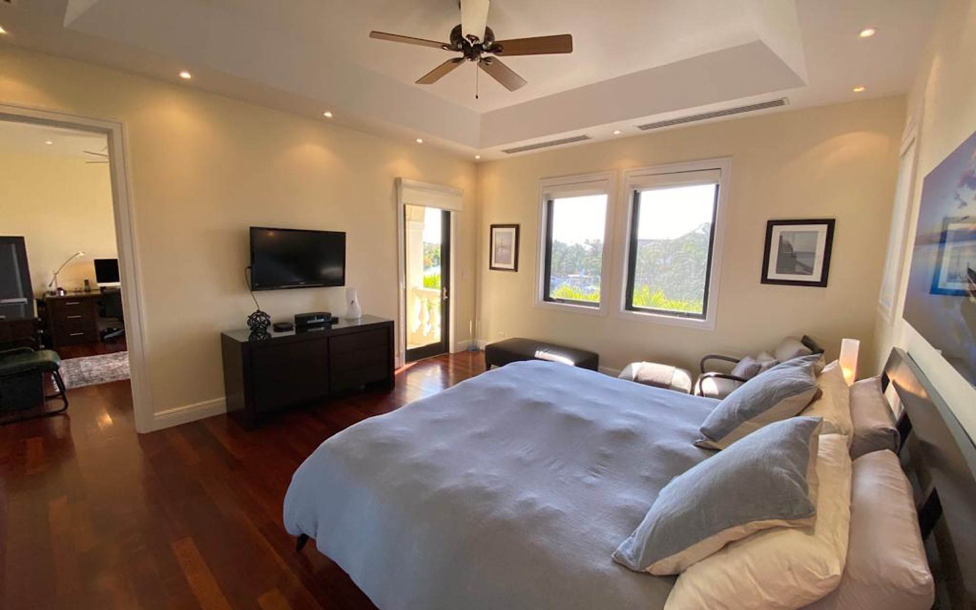 4. Single Family Homes for Sale at Immaculate House on Venetian Lane in Old Fort Bay Old Fort Bay, Nassau And Paradise Island, Bahamas