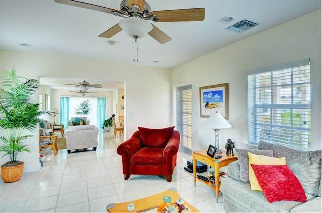 6. Single Family Homes por un Alquiler en Executive canal front home with dock in Sandyport, West Nassau Sandyport, Cable Beach, Nueva Providencia / Nassau Bahamas