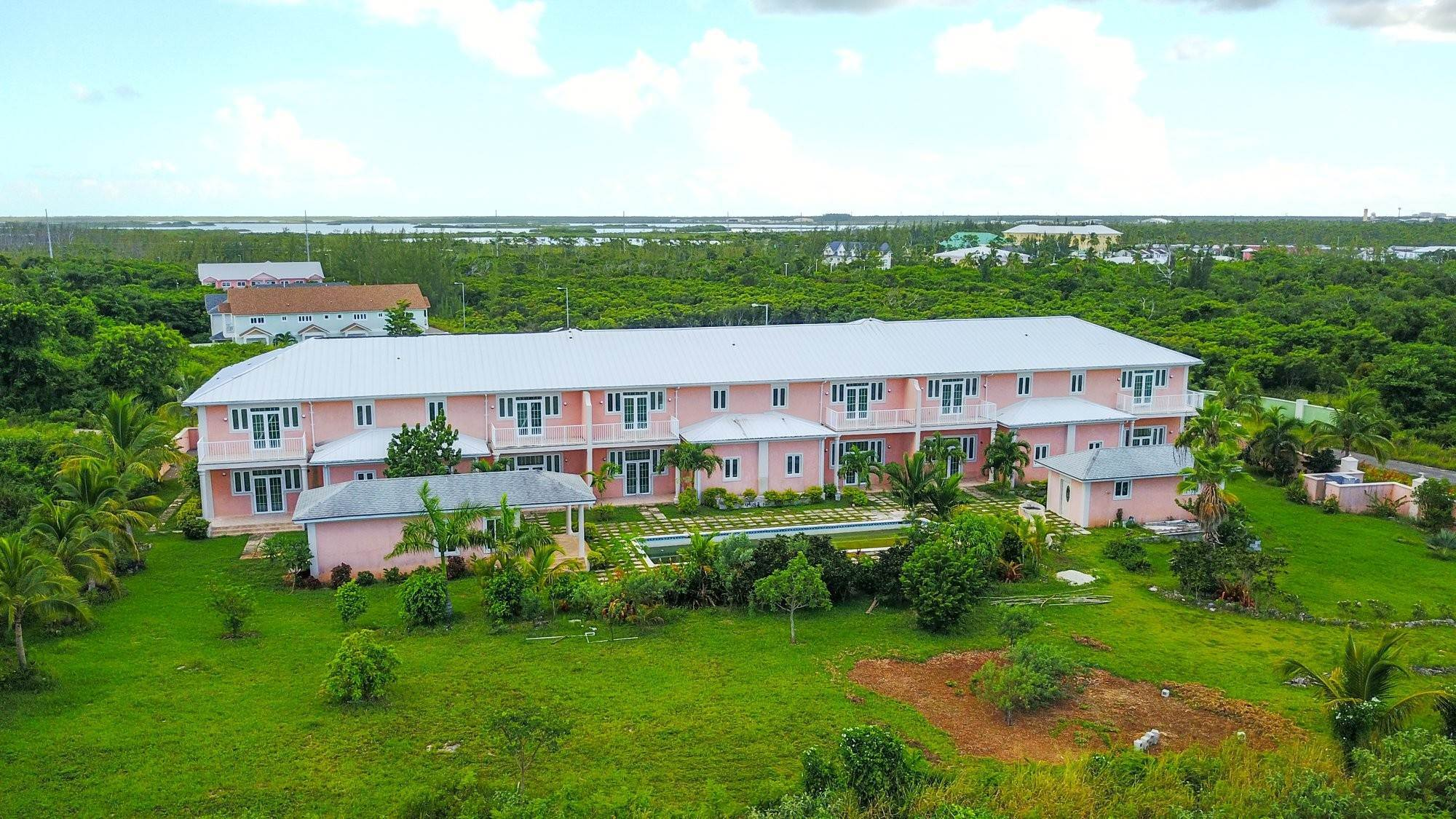 4. Single Family Homes for Sale at Caves Crest Apartments Caves Heights, Nassau And Paradise Island, Bahamas