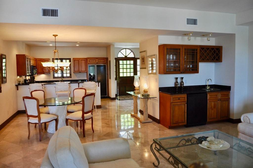 4. Co-op / Condominio por un Alquiler en Spectacular Townhouse at Grand Bahama Yacht Club for sale or rent! Bell Channel, Lucaya, Gran Bahama Freeport Bahamas