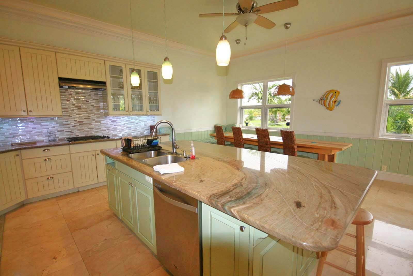 4. Single Family Homes for Rent at Wonderful Canal Front Home Near Beach in Fortune Bay! Fortune Bay, Freeport And Grand Bahama, Bahamas