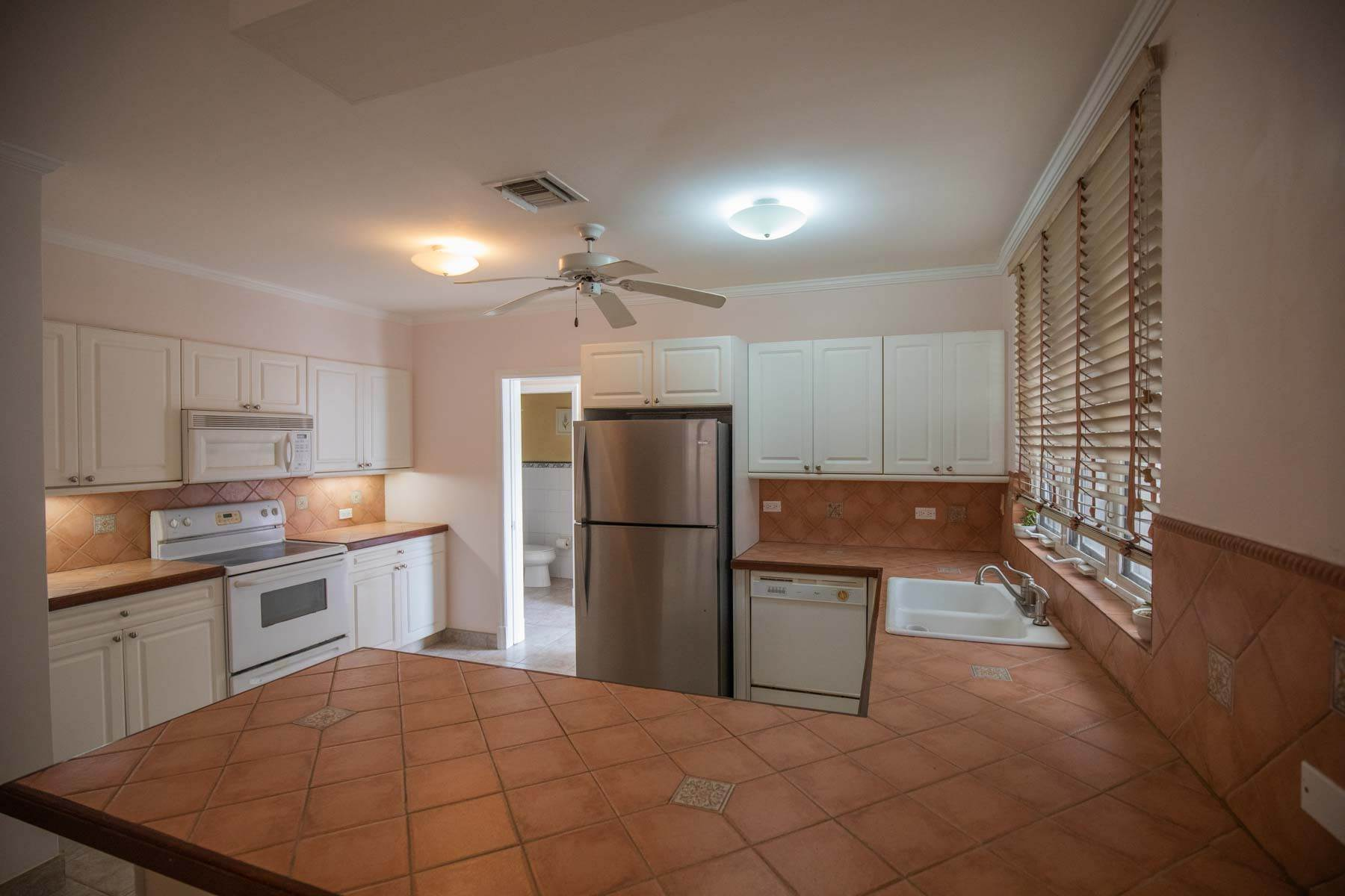 11. Co-op / Condo for Sale at Seapointe Spacious End Unit - Port New Providence St Andrews Beach, Yamacraw, Nassau And Paradise Island Bahamas