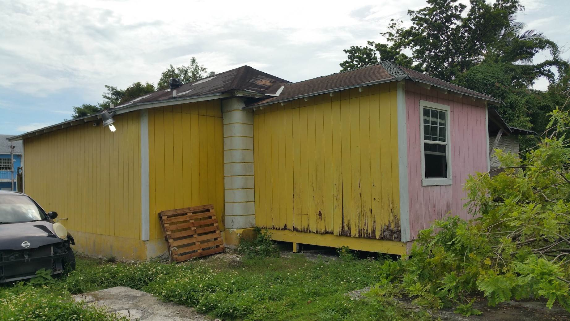 5. Commercial for Sale at Small Restaurant on Very Large Lot Chippingham, Nassau And Paradise Island, Bahamas