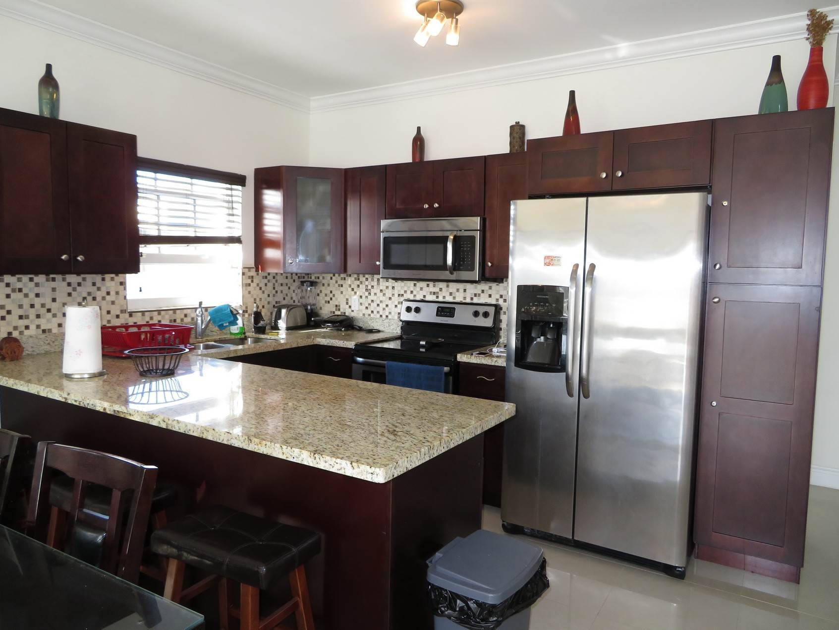 2. Co-op / Condominio por un Alquiler en Nicely furnished Penthouse in Venito Westridge Estates Westridge Estates, Westridge, Nueva Providencia / Nassau Bahamas