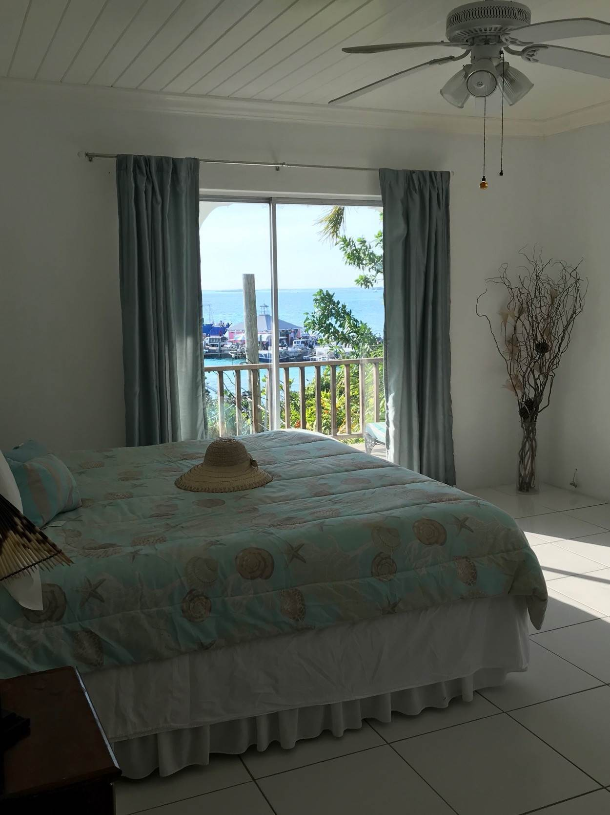 3. Single Family Homes for Sale at Harbour View Home in the Village Harbour Island, Eleuthera, Bahamas