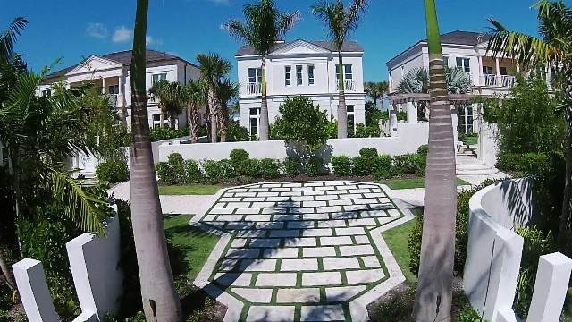 33. Single Family Homes for Rent at Beautiful Beach House Villa set on Colonial Beach, Paradise Island Western End, Paradise Island, Nassau And Paradise Island Bahamas