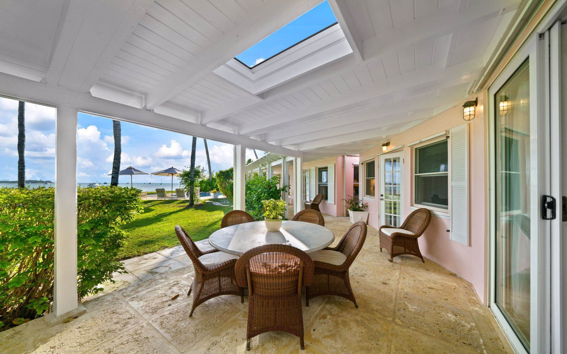 37. Single Family Homes for Rent at Magnificent Lyford Cay Beachfront Estate Lyford Cay, Nassau And Paradise Island, Bahamas