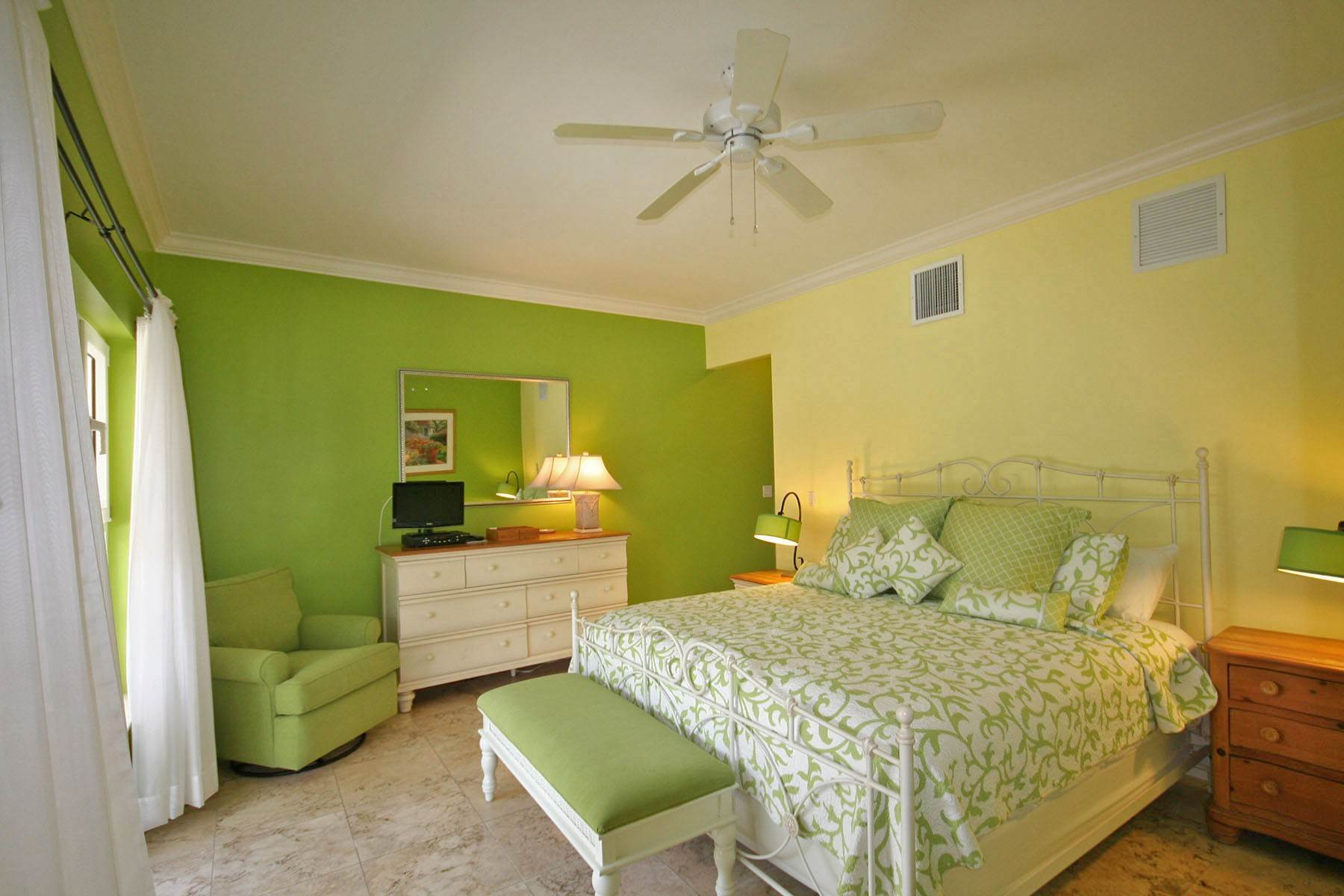 41. Single Family Homes por un Alquiler en Island Home in Shoreline, Fortune Beach, Lucaya Shoreline, Lucaya, Gran Bahama Freeport Bahamas
