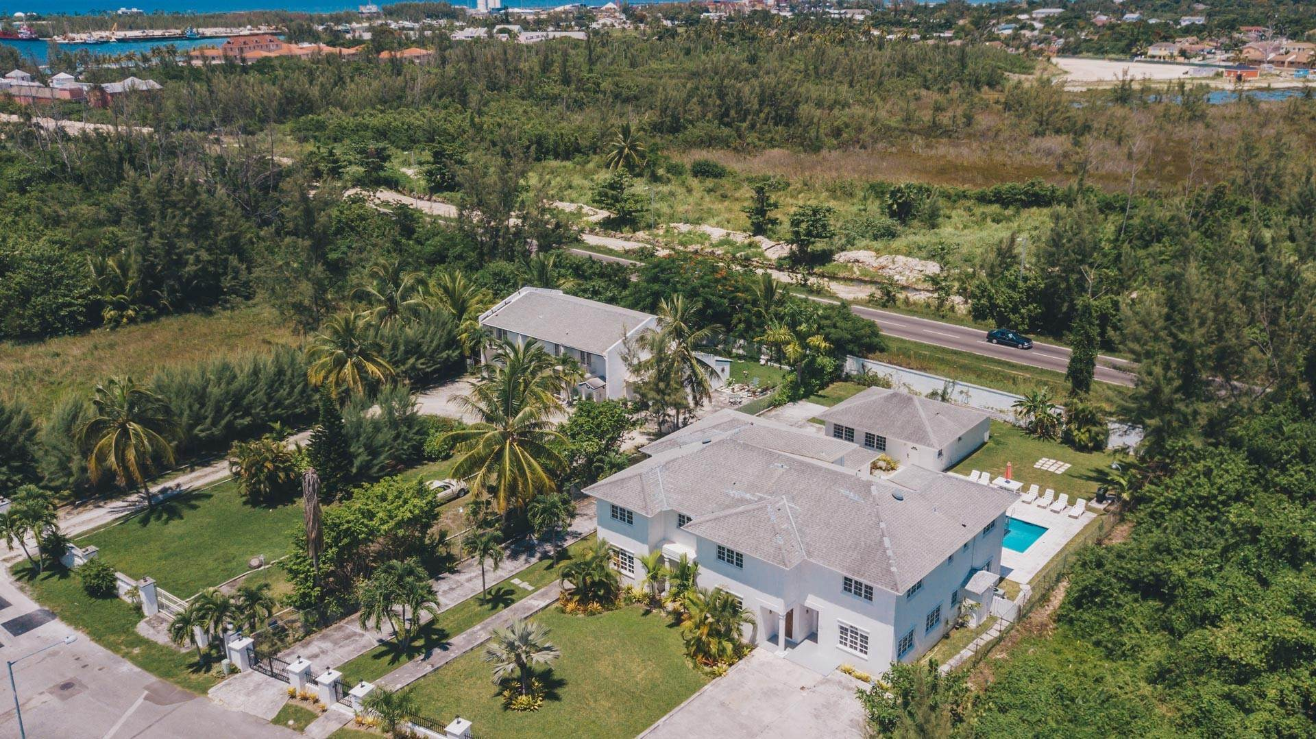 38. Single Family Homes for Rent at Excellent Family Home in Vista Marina - MLS 41677 Nassau And Paradise Island, Bahamas