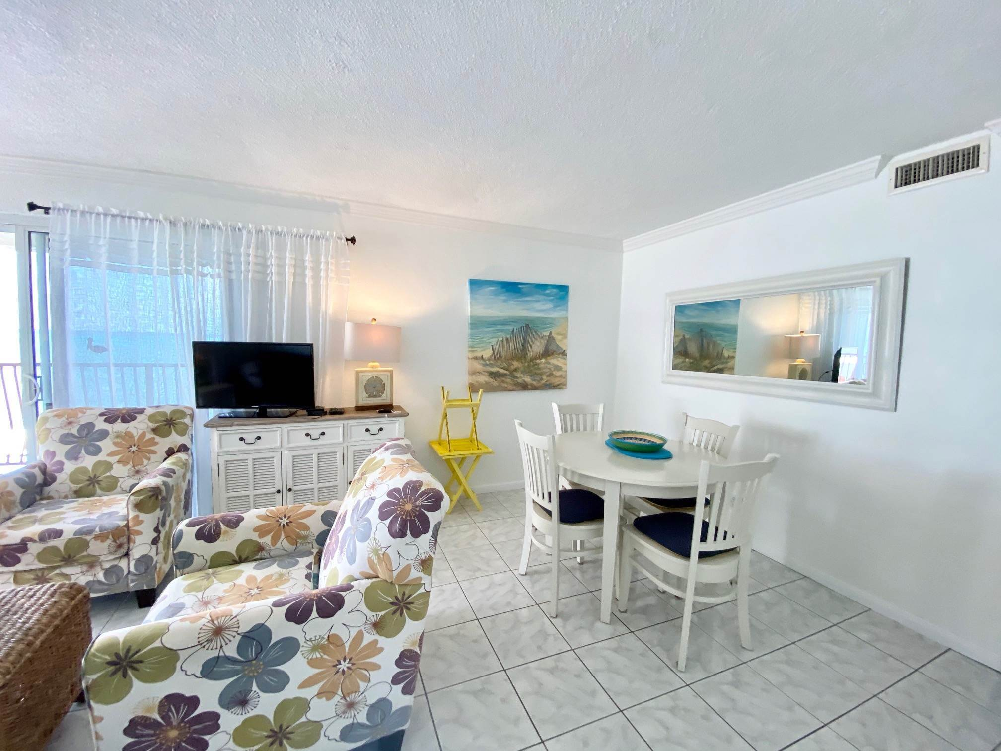 9. Co-op / Condo for Rent at Excellent views from this 2nd floor condo Delaporte Point, Nassau And Paradise Island, Bahamas