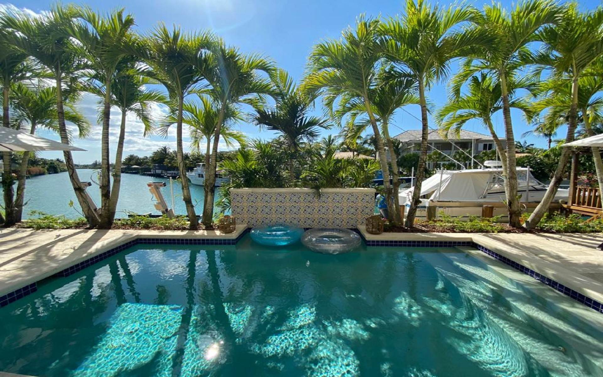 46. Single Family Homes for Sale at Immaculate House on Venetian Lane in Old Fort Bay Old Fort Bay, Nassau And Paradise Island, Bahamas