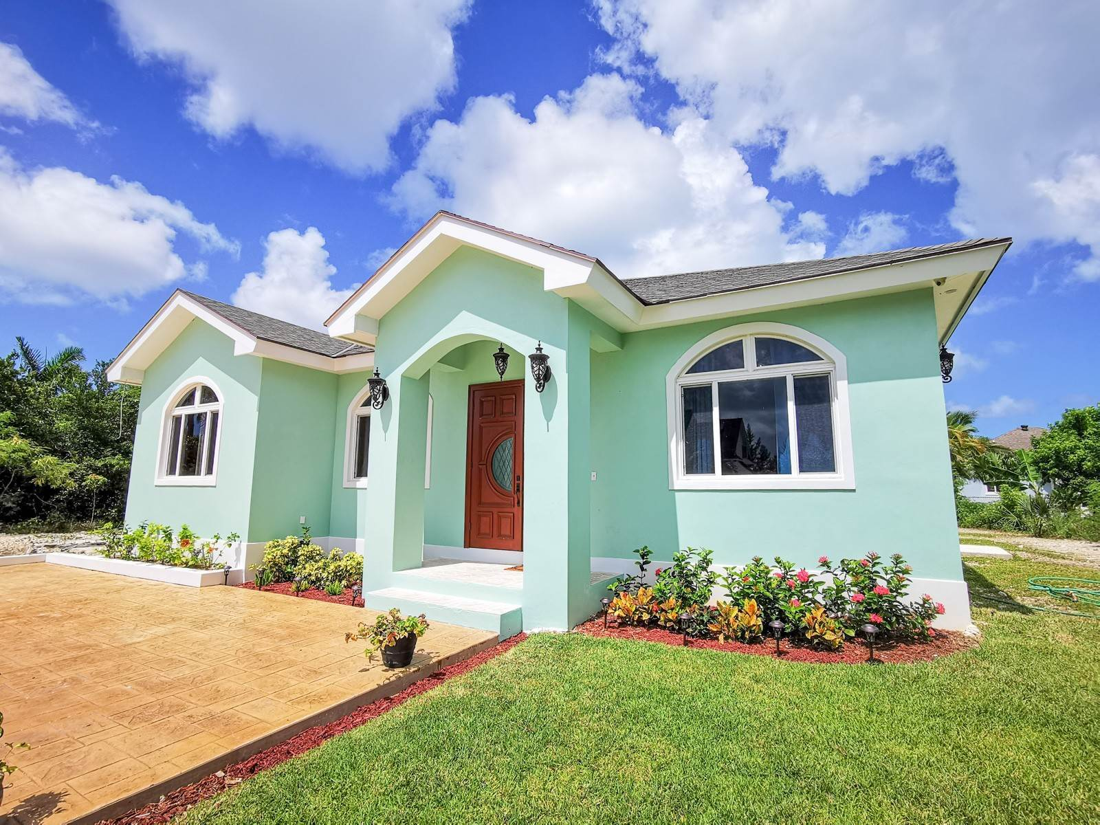 26. Single Family Homes for Sale at Villa Greenway House for Sale - MLS 41427 Charlotteville, Nassau And Paradise Island, Bahamas
