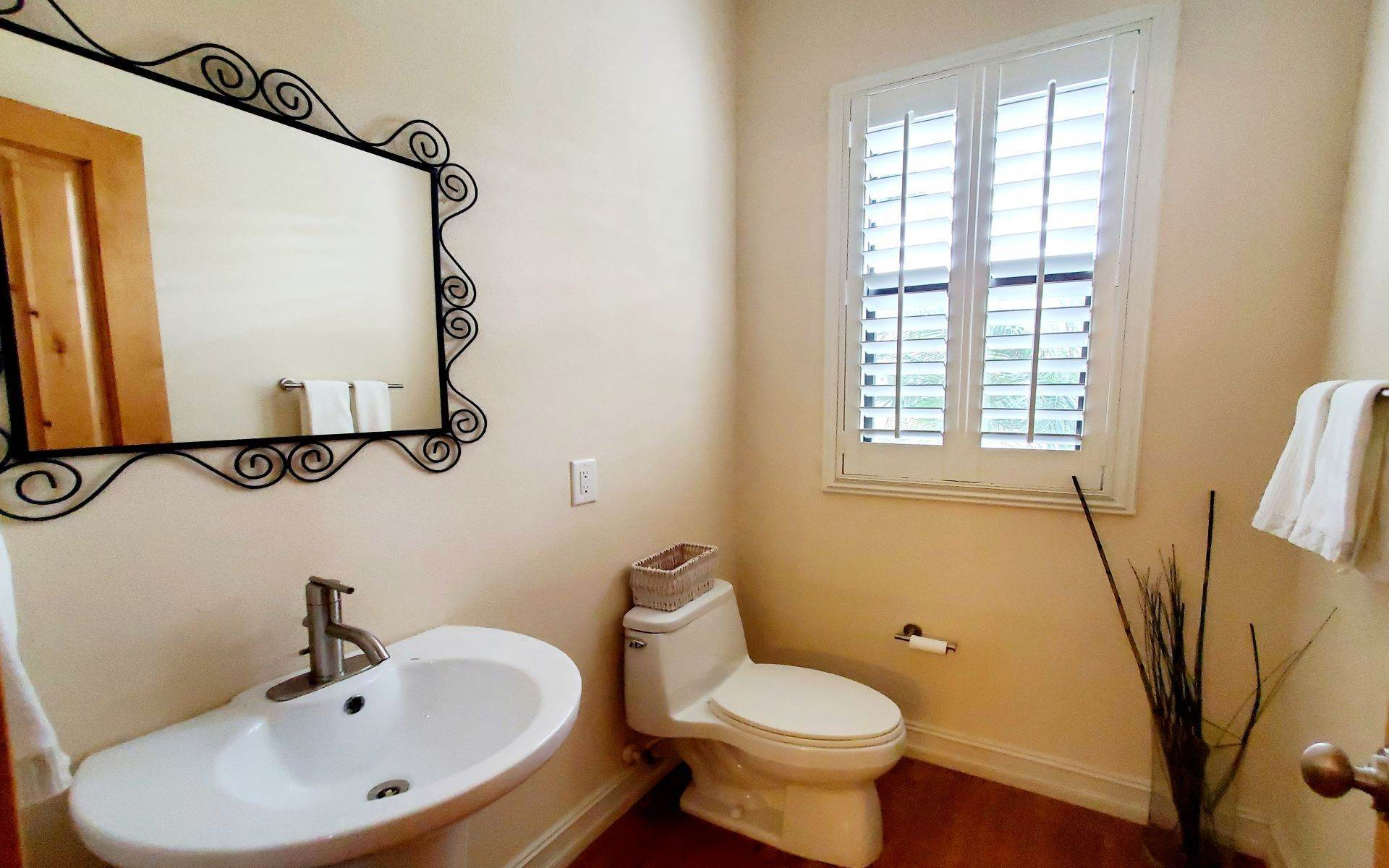 12. Co-op / Condo for Rent at Lovely Condo in Charlotteville - MLS 43257 Charlotteville, Nassau And Paradise Island, Bahamas