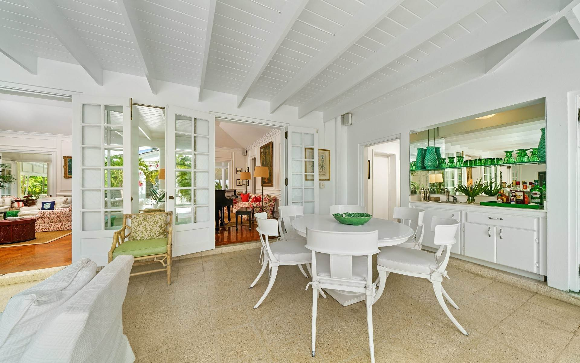 9. Single Family Homes for Rent at Magnificent Lyford Cay Beachfront Estate Lyford Cay, Nassau And Paradise Island, Bahamas